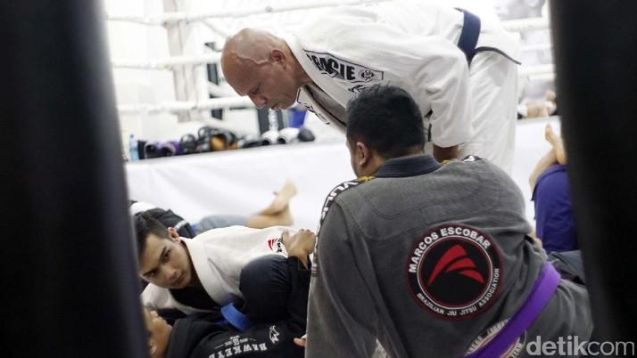 Legenda MMA Brasil Royce Gracie Beri Pelatihan di Indonesia