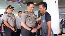 Polisi Jenguk Saudara Kembar yang Jadi Korban Penjambretan