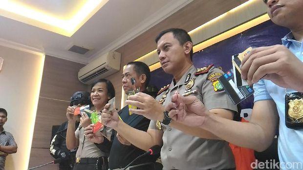 Polisi tunjukkan barang bukti dari kejahatan kedua pelaku