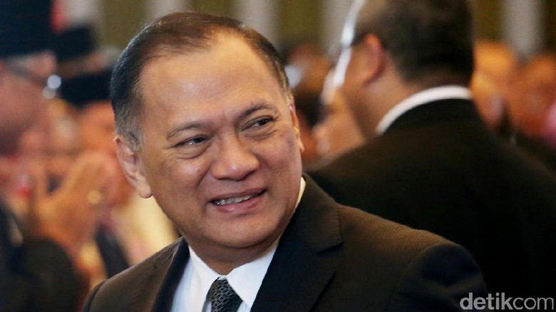 Agus Marto Serahkan Rencana Anggaran BI 2018 ke Setya Novanto