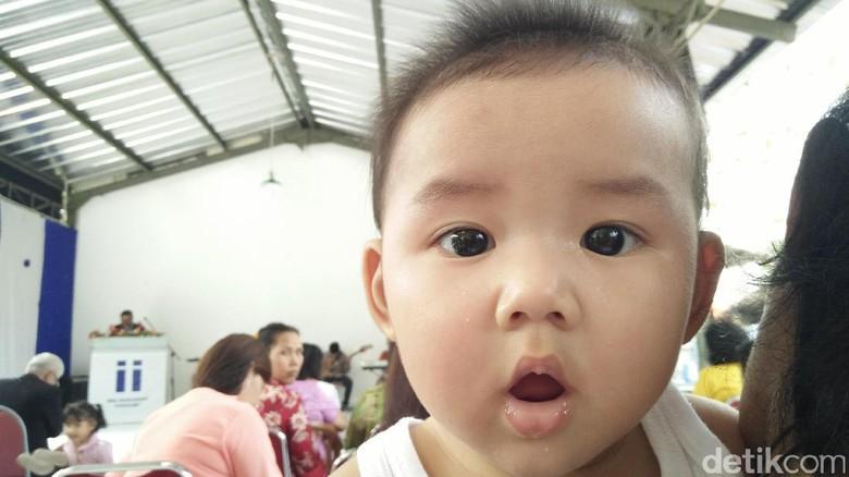 Ilustrasi bayi disendawakan/ Foto: dok.HaiBunda