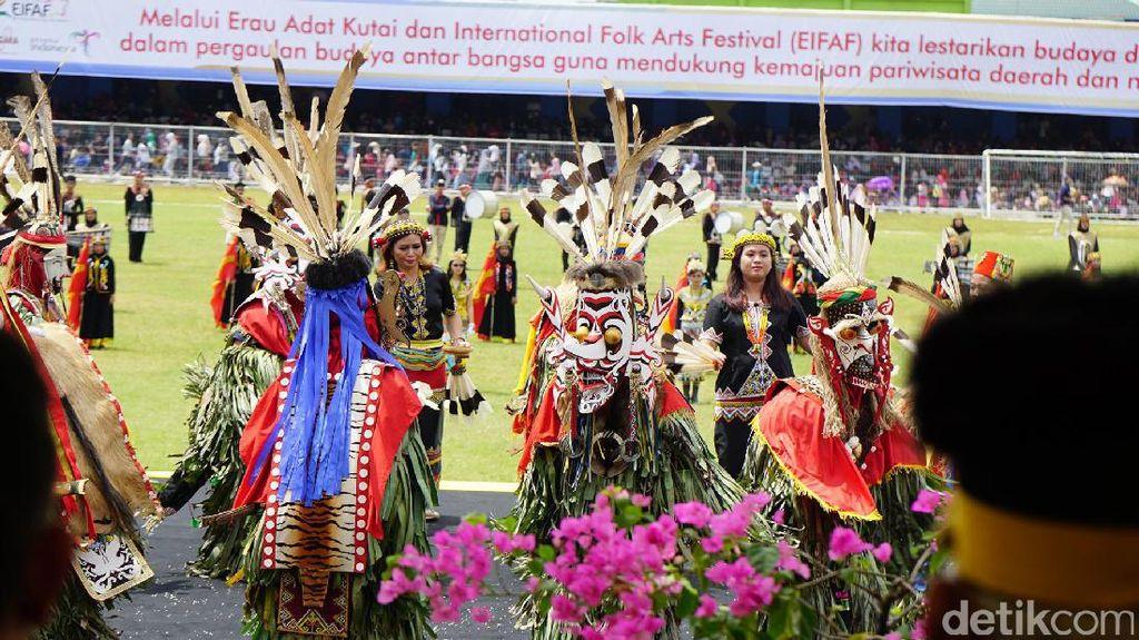 Aksi Negara-negara Sahabat Meriahkan Erau Adat Kutai 2017