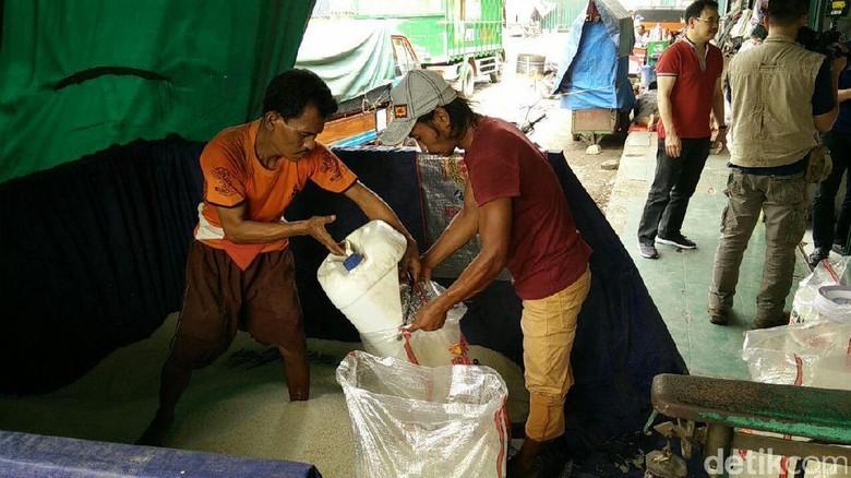 Beras Medium di Pasar Induk Cipinang Rp 7.800/Kg