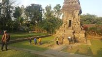 Ini Candi Kidal, Objek Wisata Bersejarah yang Diseruduk Mobil