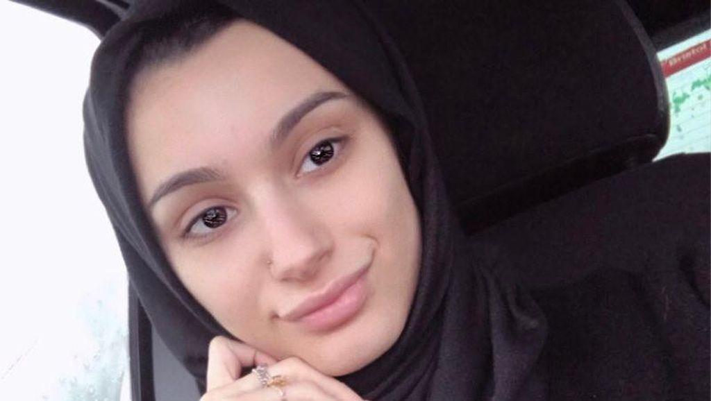 Foto: Cantiknya Waliyha Azad, Adik Zayn Malik Pakai Hijab Simpel