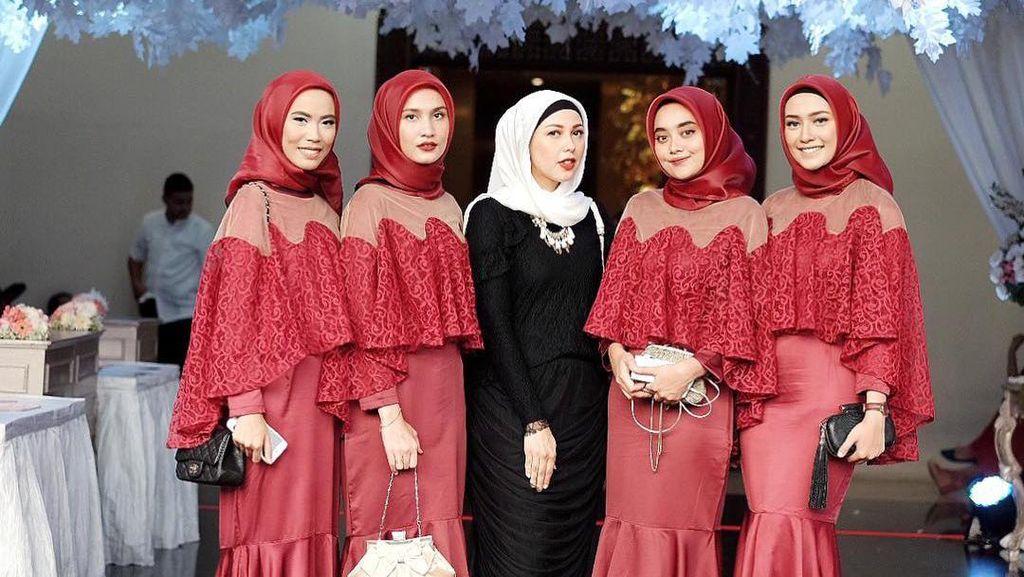 Foto: 10 Inspirasi Baju Bridesmaid yang Kekinian untuk Hijabers
