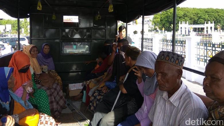 15 Pengemis di Masjid Baiturrahman Aceh Diamankan Dinsos