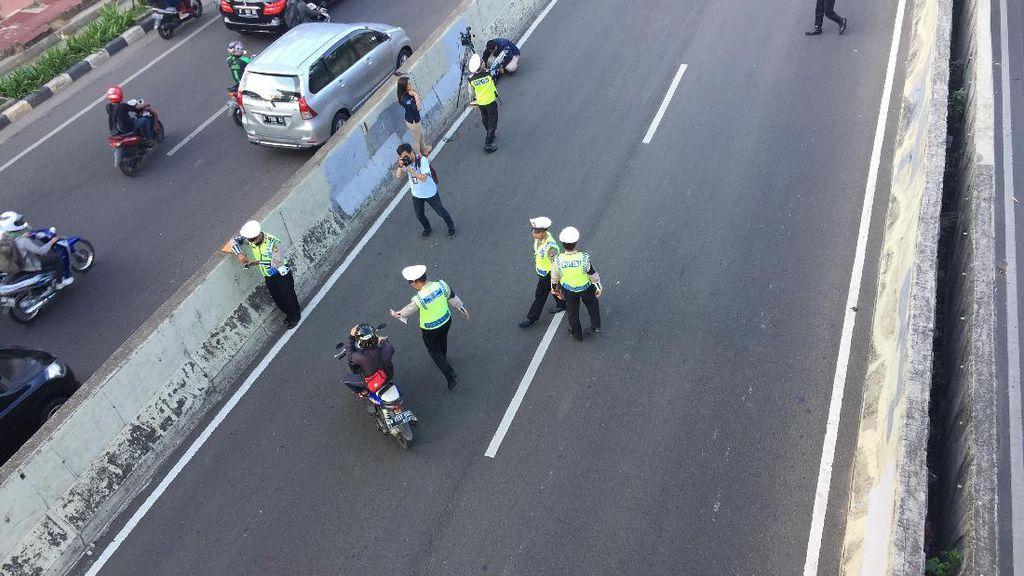 Polisi Sengaja Pakai Trik Ngumpet Biar Pengendara Jera