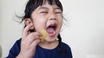 Hal-hal yang Perlu Diperhatikan Saat Memberikan Camilan ke Anak