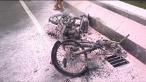 Sepeda Motor Hangus Terbakar di Fly Over Pasar Rebo