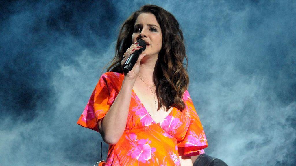 Duh! Lana Del Rey Nyaris Diculik saat Gelar Konser