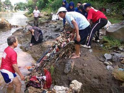 Ayo Sama-sama Bikin Sungai Ciliwung Makin Cantik