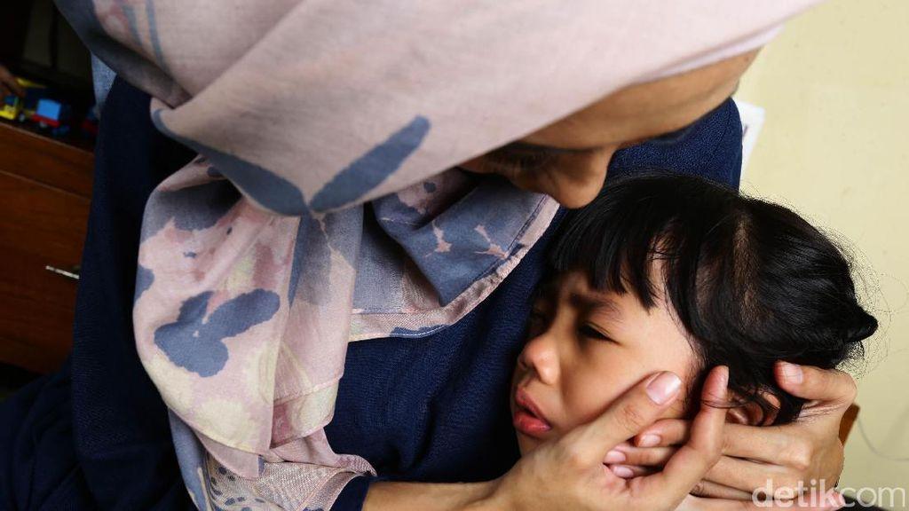 Orang Tua Menangis di Depan Anak, Yay or Nay?