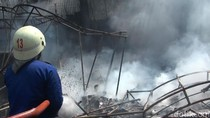 Korsleting Listrik, Gudang Aksesoris Mobil di Palembang Terbakar