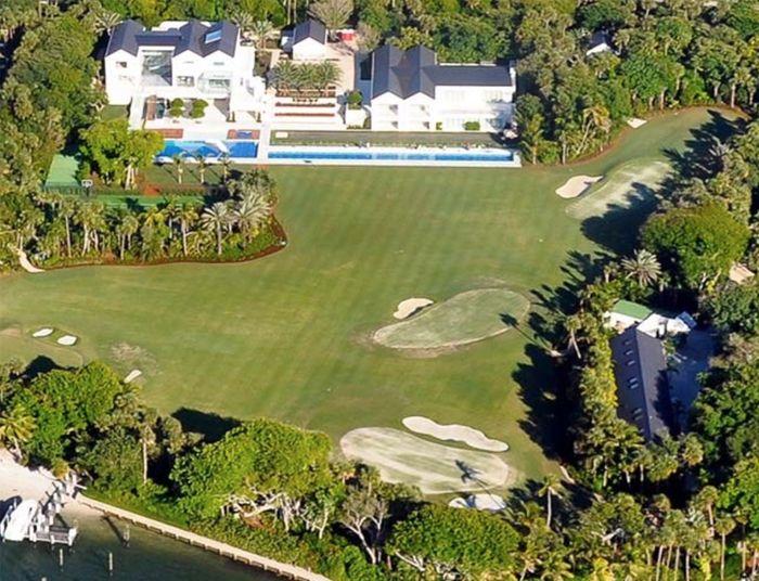 Rumah atlet golf Tiger Woods berdiri mentereng di di Pulau Jupiter, Florida, AS. Forbes menaksir rumah yang dilengkai dengan lapangan golf tersebut mencapai $60 juta. (Foto: Dok. Forbes)