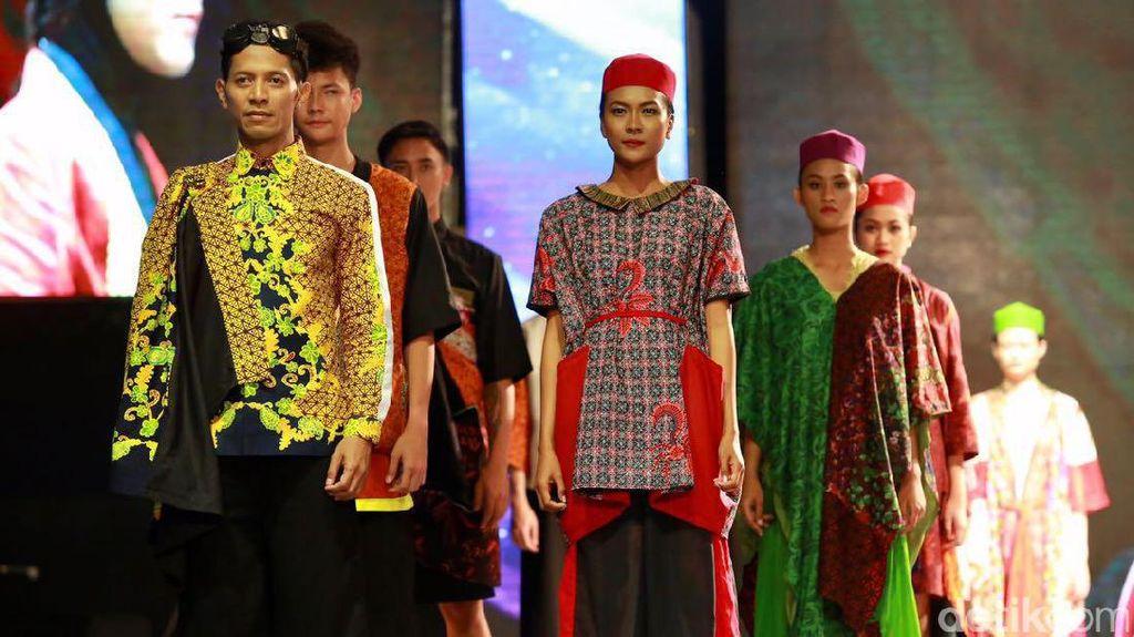 Gaya Elegan dari Banyuwangi Batik Festival