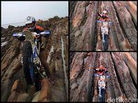 Pengendara motocross melindas batuan batik