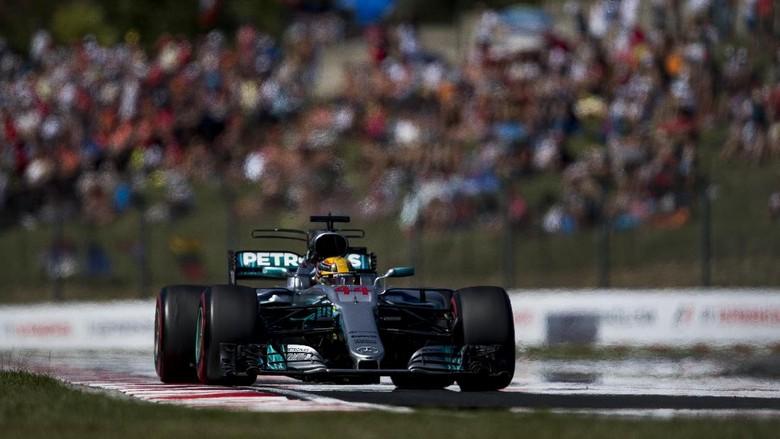 Hamilton Sempat Cemas Disalip Verstappen