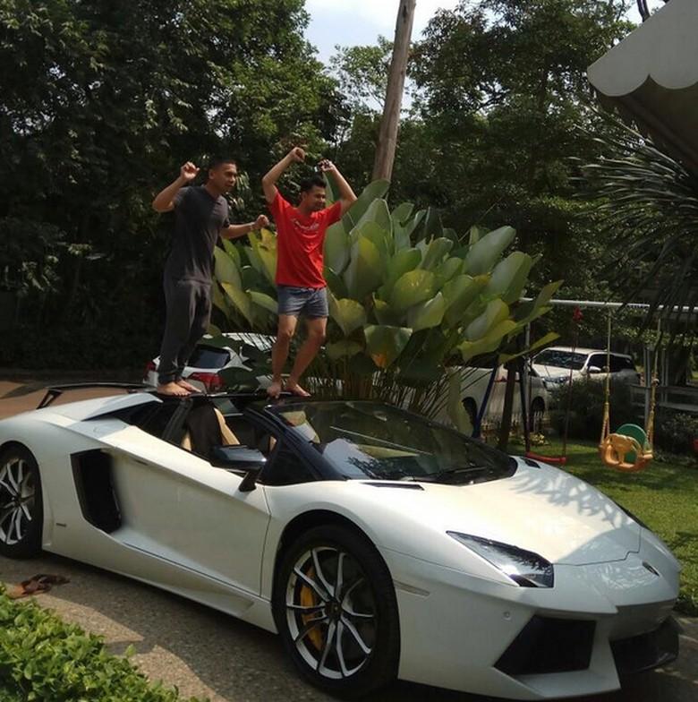 Raffi Ahmad Habiskan Puluhan Juta Rawat Mobil Mahalnya
