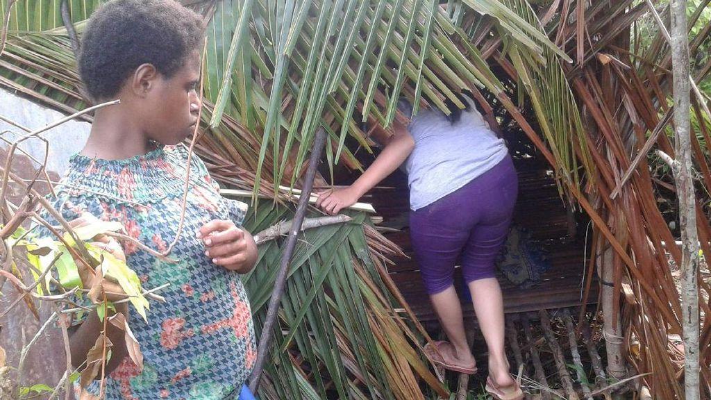 Sedihnya! Wanita Papua Diasingkan di Hutan Jelang Bersalin