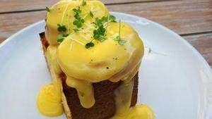 Ini Egg Benedict dari Tiga Kafe di Kawasan Senopati, Mana yang Enak?
