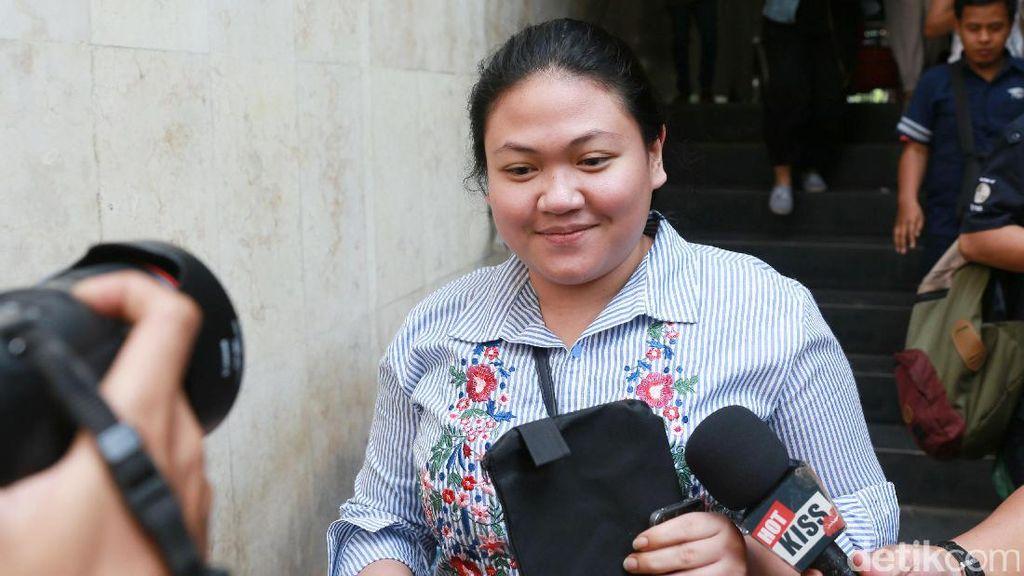 Dilaporkan Atas Kasus Penipuan, Putri Nia Daniati Tetap Tersenyum