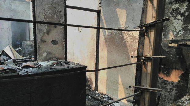 7 Bangunan dan 1 unit sepeda motor terbakar.