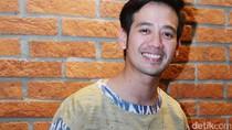 Tarra Budiman Akui Bapaknya Jadi Sopir Taksi Online