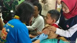 Mulai Agustus hingga September 2017, pemerintah melakukan imunisasi MR massal. Di Jakarta gerakan ini dicanangkan oleh Menteri Kesehatan di SMPN 103 Cijantung.