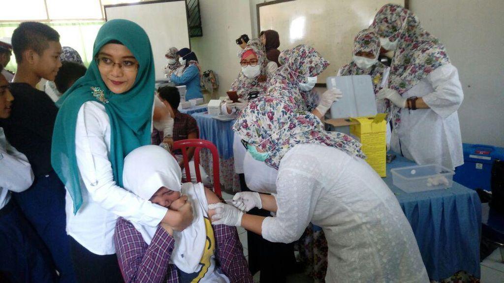 Anak Nangis dan Takut Saat Akan Disuntik Vaksin, Perlu Dipaksa?