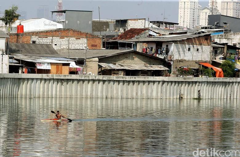 Sandi Tantang Walkot Jakut Gelar - Jakarta Wakil Gubernur DKI Jakarta Sandiaga Uno berniat menggelar lomba renang di Danau Lomba renang tersebut tercetus dalam