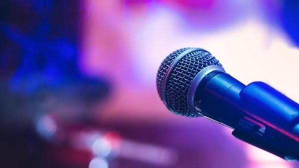 Perempuan, Musik, dan Sebuah Titik Terang