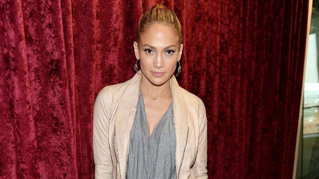 Foto: 10 Gaya Jennifer Lopez yang Tetap Cantik dengan Baju Kasual