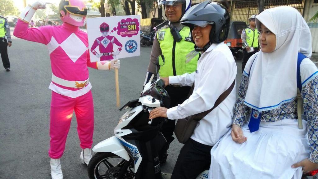 Power Ranger Pink Turun Jalan, Tekan Angka Kecelakaan