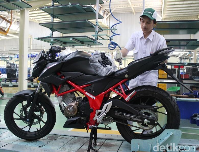 Baju Baru Honda CB150R StreetFire