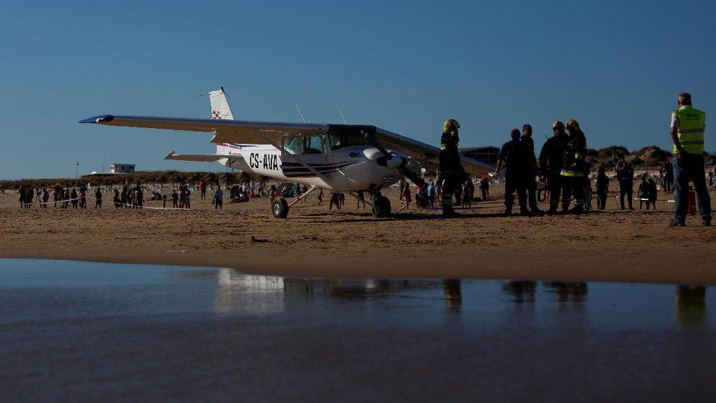 Pesawat Kecil di Portugal Mendarat Darurat di Pantai, 2 Orang Tewas
