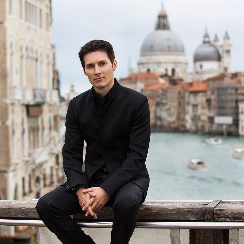 Bos ganteng Telegram, Pavel Durov rupanya punya hobi traveling. Dia kerap memamerkan foto-foto destinasi wisata impian di Instagramnya. Seperti saat dia berfoto di Venesia, Italia (Instagram/Pavel Durov)