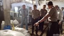 Polisi Gerebek Gudang Pengolahan Garam Industri di Jambi