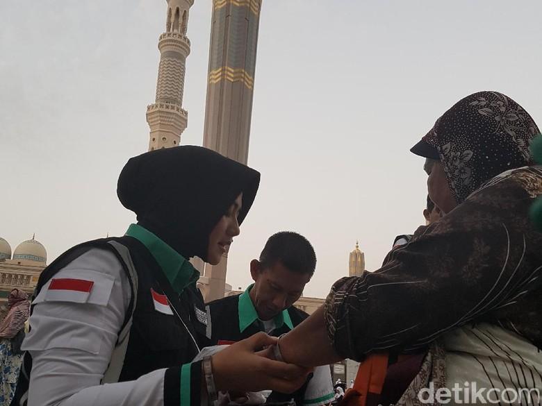 Serma Kamila, TNI Cantik Penyelamat Jemaah Bingung di Masjid Nabawi