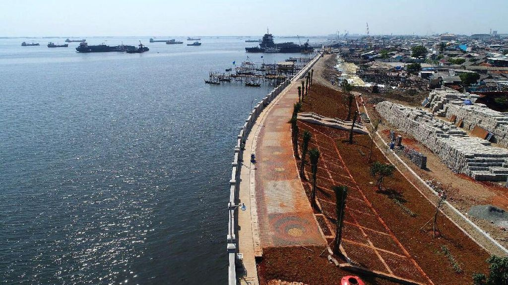 Dikebut, Proyek Pembangunan Tanggul Laut Kalibaru Capai 57%