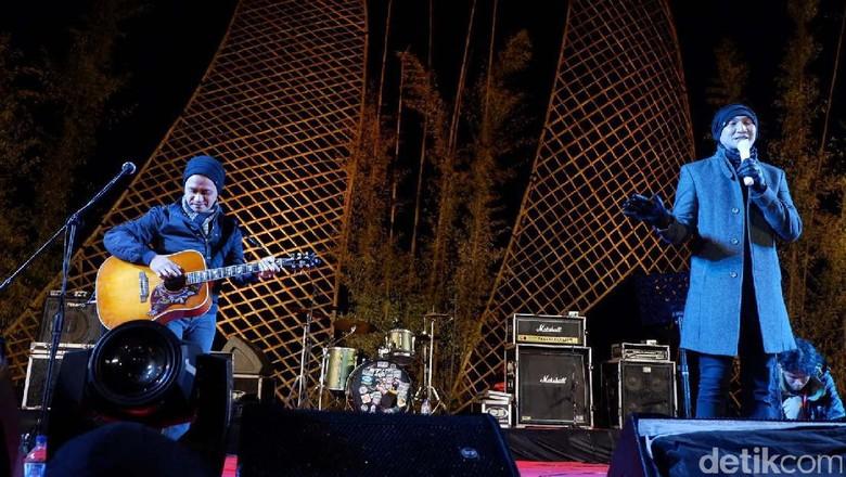 Anji Ramaikan Jazz Atas Awan di Dieng Cultural Festival