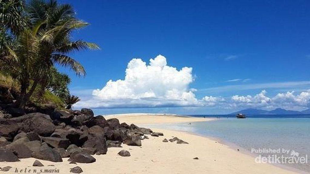 Terhipnotis oleh Pesona Pulau Mahoro
