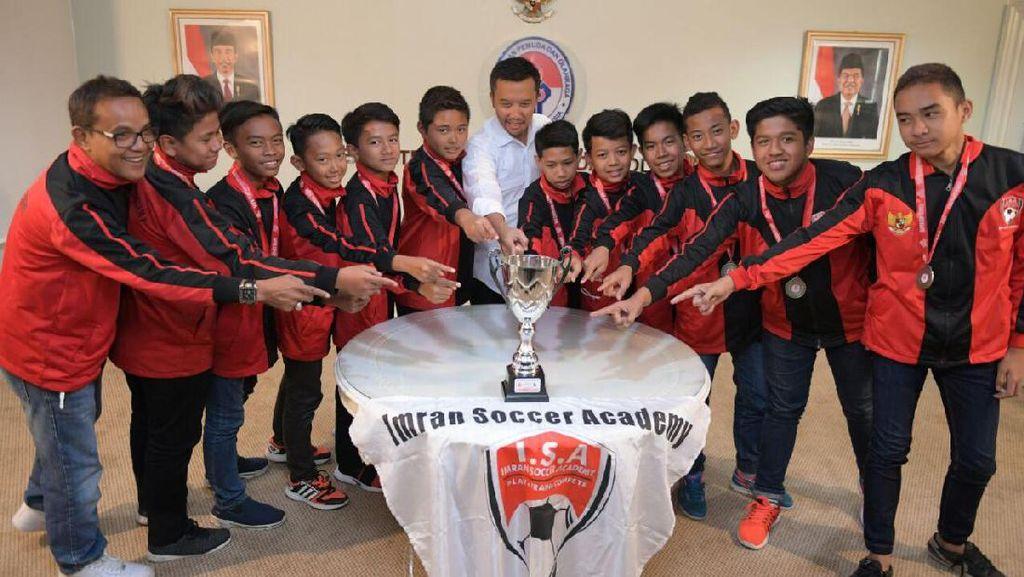 Jadi Juara di Inggris, Imran Soccer Academy Dijamu Menpora