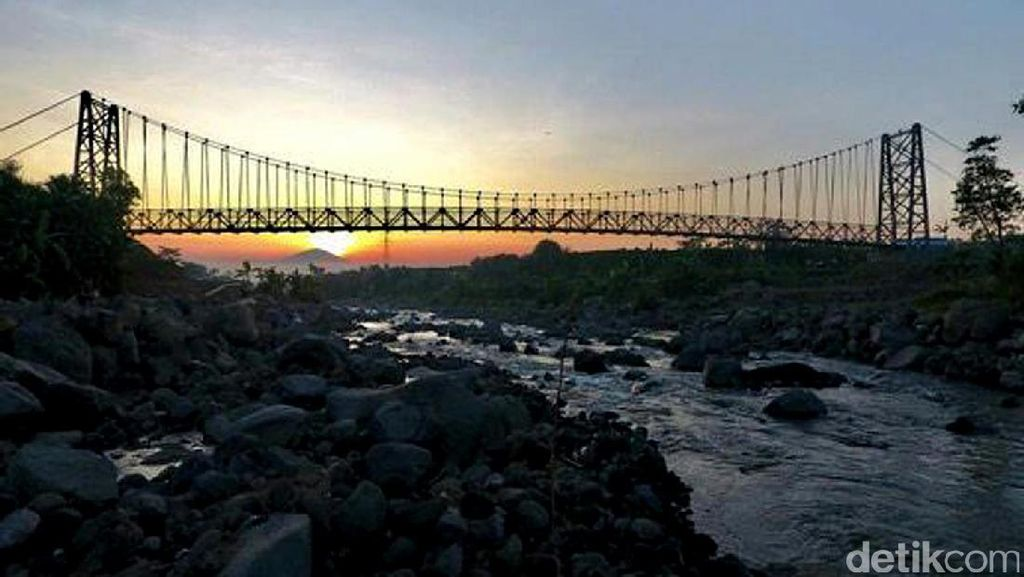 Pemerintah Bangun Jembatan Gantung di Pelosok Negeri