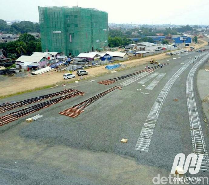 MRT Jakarta Sudah Mulai Dipasang Rel