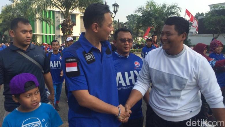 Minggu Pagi, SBY hingga Agus Yudhoyono Jalan Sehat di Cikeas