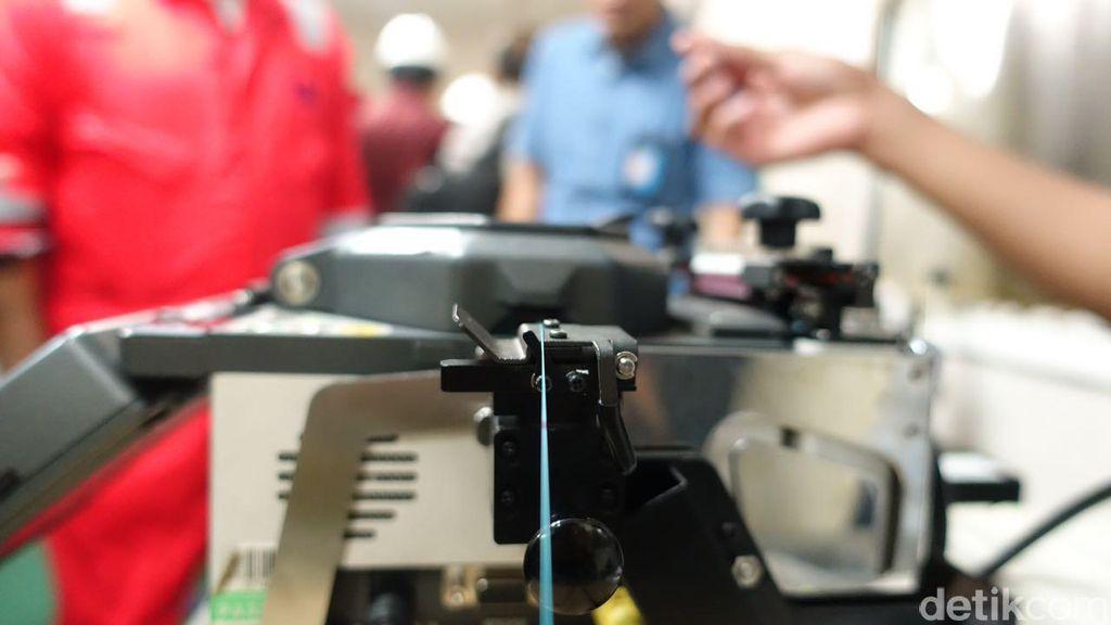 Serat optik terbuat dari serat kaca. Foto: Agus Tri Haryanto/detikINET