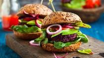 6 Cara Ini Bisa Bikin  Burger Jadi Sanatapan yang Lebih Sehat