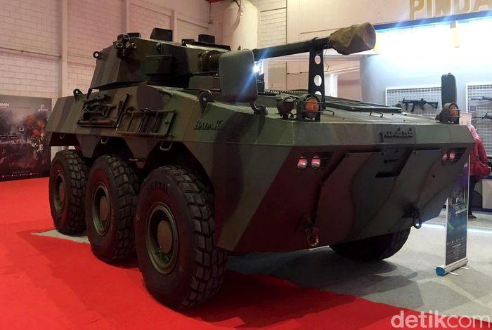 Tank Panser Badak dikenalkan protoypenya saat Indo Defence 2014, dan telah lulus tes kualifikasi. Kekuatan lambung dinding Badak telah tersertifikasi dengan level perlindungan balistik STANAG 4569 Level 3. Muhammad Idris/detikcom.