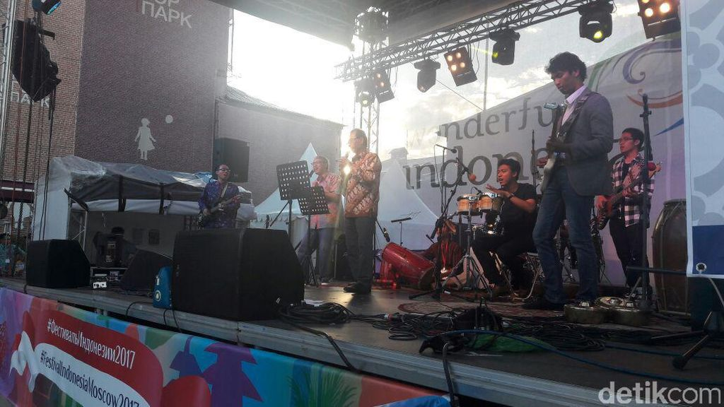 Ketika Dubes RI untuk Moskow Jadi Vokalis Band Koes-Mos